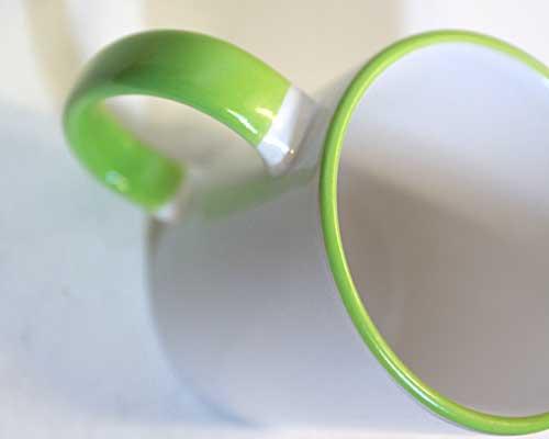 кружка с зеленой ручкой